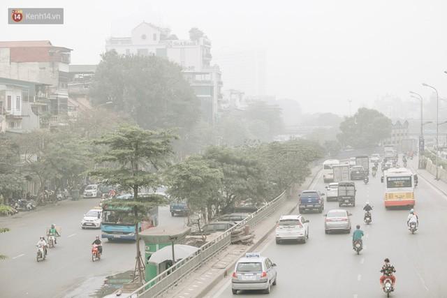 Hà Nội ngập trong màn sương mù mịt bao phủ tầm nhìn: Tình trạng ô nhiễm không khí đáng báo động!  - Ảnh 15.