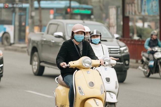 Hà Nội ngập trong màn sương mù mịt bao phủ tầm nhìn: Tình trạng ô nhiễm không khí đáng báo động!  - Ảnh 7.