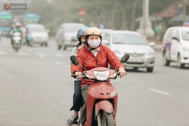 Hà Nội ngập trong màn sương mù mịt bao phủ tầm nhìn: Tình trạng ô nhiễm không khí đáng báo động!  - Ảnh 9.