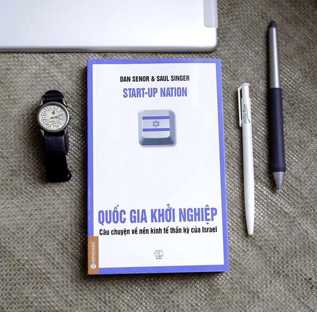 Ông Đặng Lê Nguyên Vũ: Đừng dồn tiền sắm sửa tivi điện thoại, đầu tư vào sách mới là đầu tư khôn ngoan - Ảnh 2.