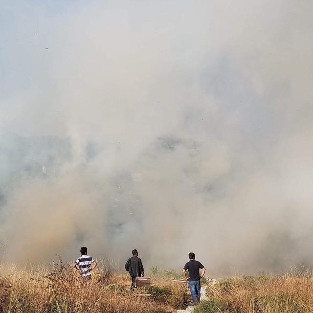 Homestay nổi tiếng nhất nhì ở Đà Lạt bị cháy lớn, nhiều du khách hoảng loạn - Ảnh 2.