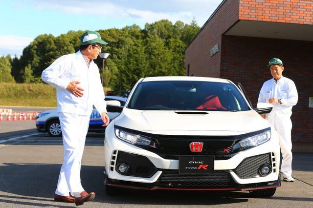 Không chỉ tỷ phú Phạm Nhật Vượng, còn nhiều Chủ tịch khác từng thử xe của chính công ty mình làm ra - Ảnh 2.