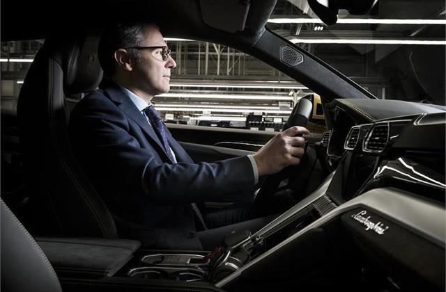 Không chỉ tỷ phú Phạm Nhật Vượng, còn nhiều Chủ tịch khác từng thử xe của chính công ty mình làm ra - Ảnh 7.