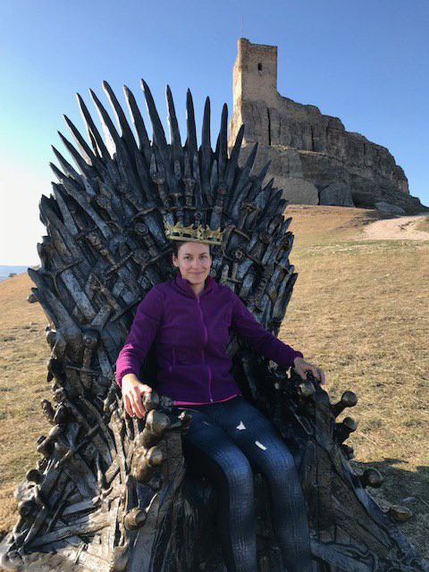Nhà không có gì ngoài điều kiện, Game of Thrones chơi trò giấu ghế khắp địa cầu, fan khuyên: Đừng đặt ở Việt Nam! - Ảnh 12.