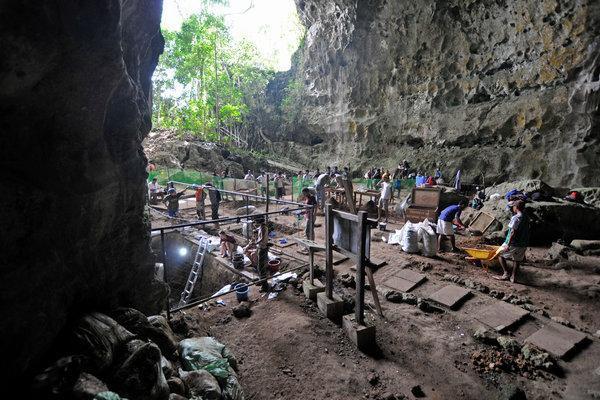 Các nhà khảo cổ vừa phát hiện một giống người lùn tại Philippines, cao chỉ 1,2 mét và biết trèo cây - Ảnh 1.