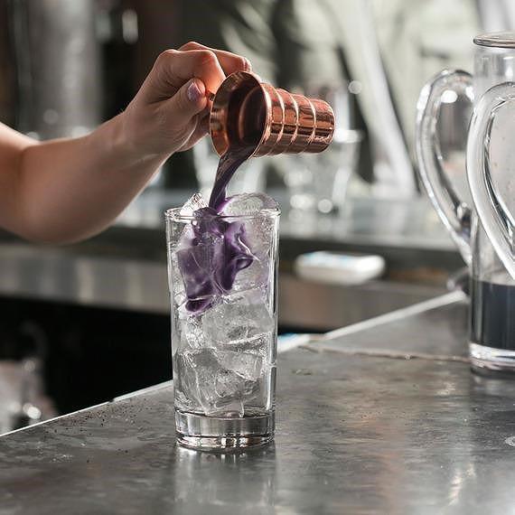 Nữ doanh nhân mở quán cà phê độc, lạ Việt Nam ở New York - Ảnh 2.