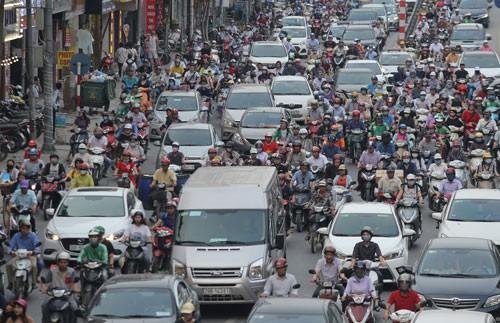 Bức bối giao thông Hà Nội - Ảnh 1.