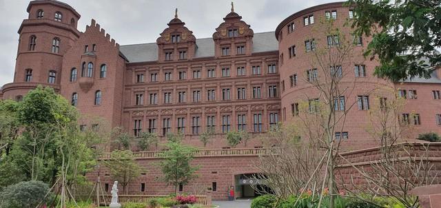 Cận cảnh khu trụ sở 2 tỷ USD mang phong cách châu Âu của Huawei - Ảnh 12.
