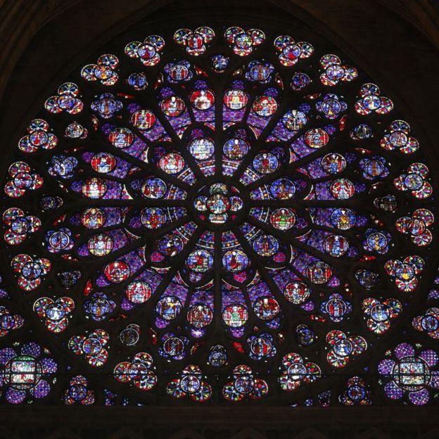 Những bảo vật khiến Nhà thờ Đức Bà Paris là biểu tượng bất diệt trong trái tim người Pháp: Bao nhiêu thứ còn nguyên vẹn sau đám cháy? - Ảnh 1.