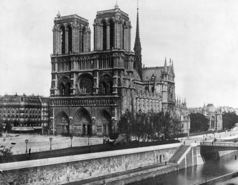 Nhà thờ Đức Bà Paris: 8 thế kỷ thăng trầm trước khi bị lửa dữ nuốt chửng - Ảnh 1.