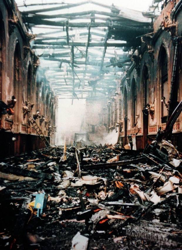4 công trình lịch sử tại châu Âu từng bị quỷ lửa tấn công như Nhà thờ Đức Bà Paris - Ảnh 3.