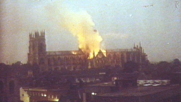 4 công trình lịch sử tại châu Âu từng bị quỷ lửa tấn công như Nhà thờ Đức Bà Paris - Ảnh 4.