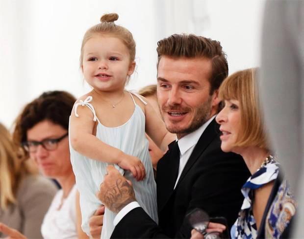 Tiểu công chúa Harper Beckham: Cuộc sống quý tộc phủ kín bằng tình thân và hàng hiệu của cô bé hạnh phúc nhất Hollywood - Ảnh 3.