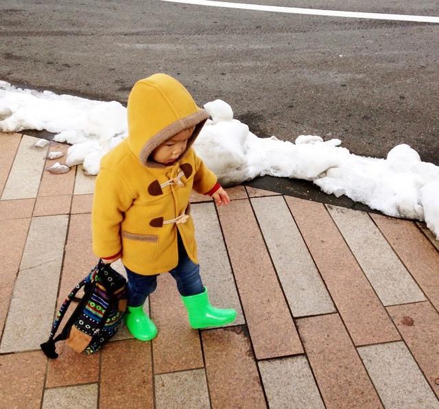 Muốn trẻ tự lập từ bé, hãy học cách cứng rắn như cha mẹ Nhật: Cho con đi dã ngoại bí mật, để con tự dọn dẹp chẳng cần đến lao công!  - Ảnh 1.