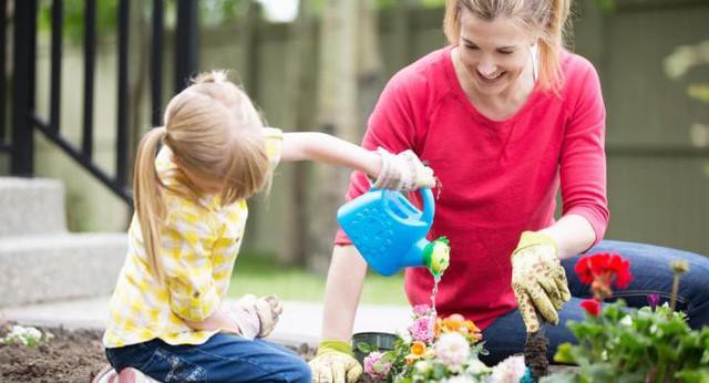 Bài viết hướng dẫn cách phụ huynh trả lời những câu hỏi hóc búa của con gây bão mạng xã hội: Đừng bỏ qua cơ hội trả lời trẻ, đó là cách cha mẹ giúp con phát triển tư duy ngay khi còn nhỏ  - Ảnh 1.