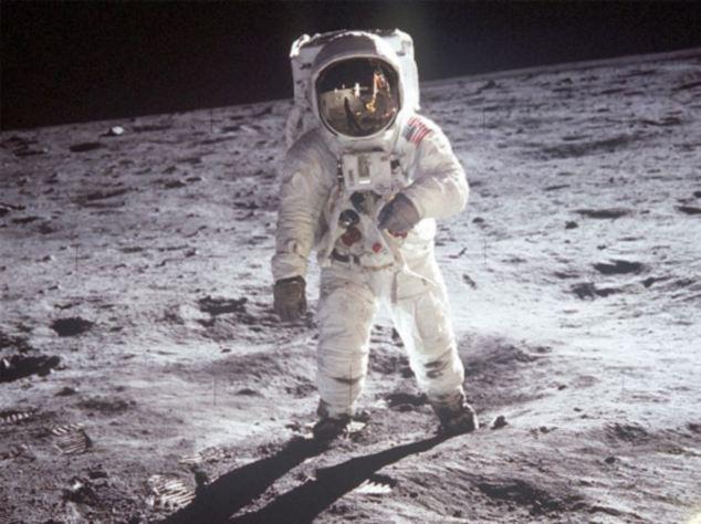 Tại sao áo phi hành gia phải có màu trắng? Hóa ra có một nguyên nhân mang ý nghĩa sống còn đằng sau nó - Ảnh 1.