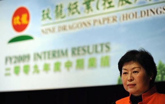 Chân dung nữ hoàng rác Zhang Yin: Tự lái xe khắp các bãi tái chế để xin giấy vụn đến nữ tỷ phú tự thân đầu tiên tại Trung Quốc - Ảnh 2.