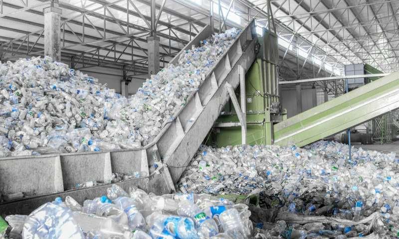 vứt rác đúng chỗ - photo 1 1556069226817151448717 - Video hé lộ sự thật về tái chế rác nhựa: Thì ra việc vứt rác đúng chỗ thôi là chưa đủ