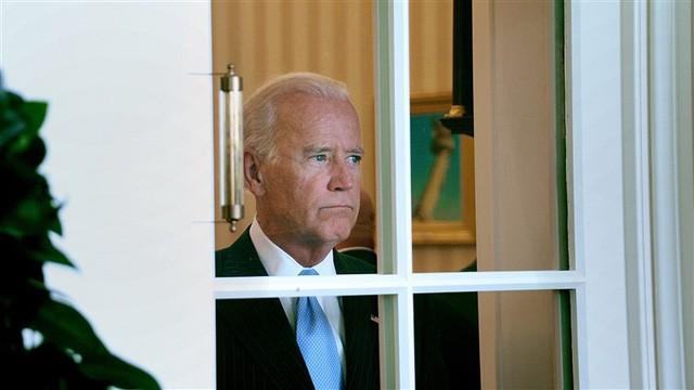 Joe Biden: Vị Phó tổng thống phải tính chuyện bán nhà lấy tiền chữa bệnh cho con sẽ thách thức chiếc ghế quyền lực của ông Trump - Ảnh 2.