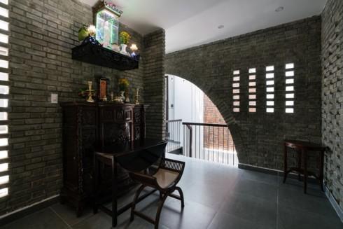 Ngôi nhà phố làm từ gạch trần thô mộc - Ảnh 14.