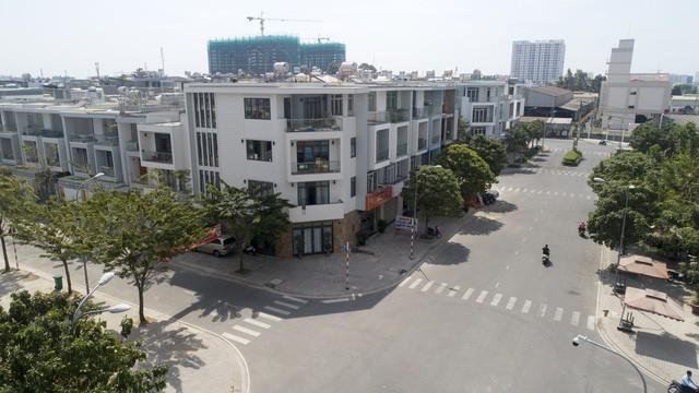 3 tháng đầu năm, giá biệt thự và nhà phố tại TP.HCM tiếp tục tăng do khan hiếm nguồn cung mới - Ảnh 1.