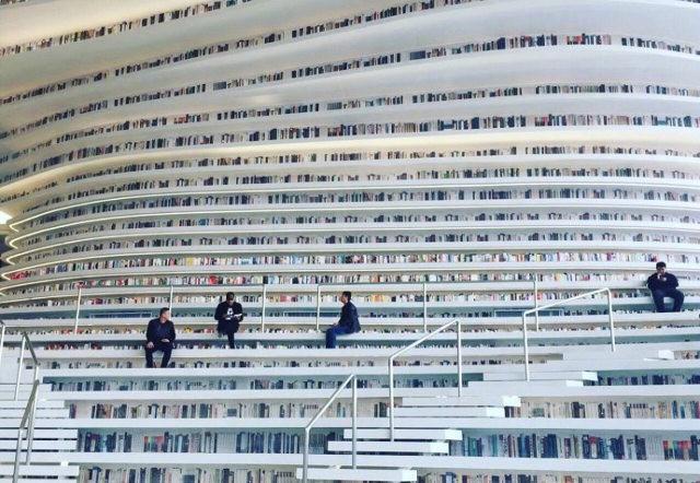 """thư viện tân hải - photo 1 1556248319435183398640 - Choáng ngợp với vẻ đẹp của thư viện """"quốc dân"""" lớn nhất Trung Quốc: Hoành tráng đến mức nhìn không thua gì phim trường!"""