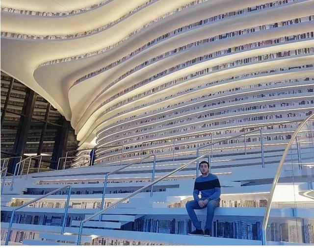 """thư viện tân hải - photo 2 1556248319437562367948 - Choáng ngợp với vẻ đẹp của thư viện """"quốc dân"""" lớn nhất Trung Quốc: Hoành tráng đến mức nhìn không thua gì phim trường!"""