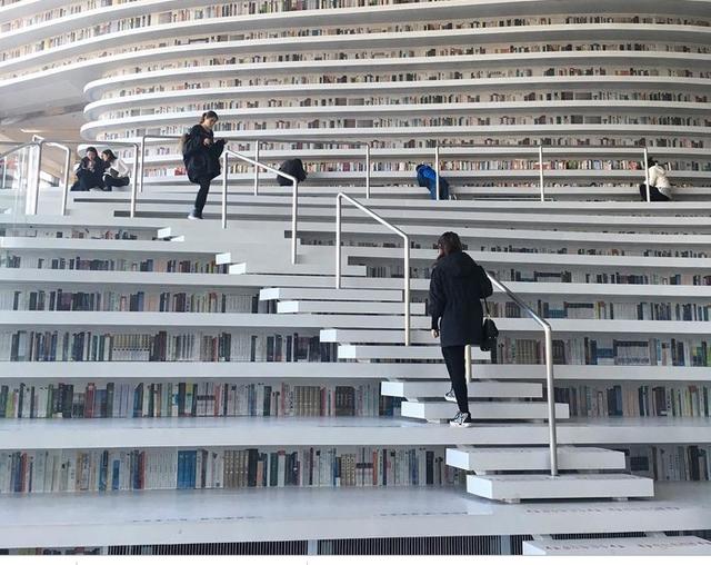 """thư viện tân hải - photo 7 15562483194471815524274 - Choáng ngợp với vẻ đẹp của thư viện """"quốc dân"""" lớn nhất Trung Quốc: Hoành tráng đến mức nhìn không thua gì phim trường!"""