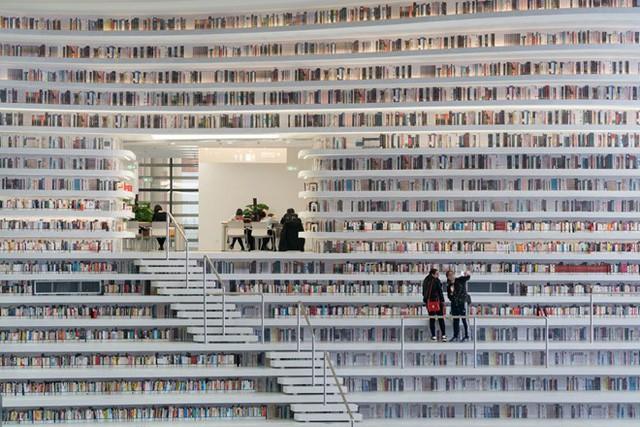 """thư viện tân hải - photo 9 1556248319453902679402 - Choáng ngợp với vẻ đẹp của thư viện """"quốc dân"""" lớn nhất Trung Quốc: Hoành tráng đến mức nhìn không thua gì phim trường!"""