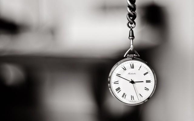 Đến khi tóc bạc lưng còng tôi mới nhận ra, cả cuộc đời có tận 36 triệu phút, tôi lại không có đến một phút dành cho chính bản thân mình  - Ảnh 1.