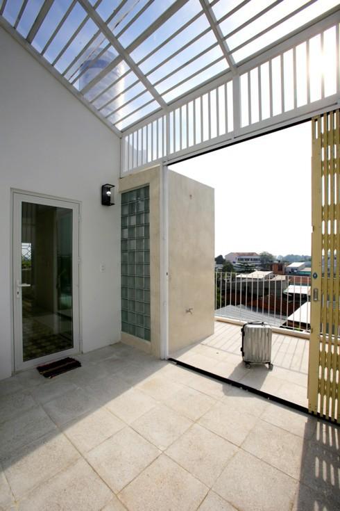 Nhà kết hợp giữa kiến trúc hiện đại với vật liệu truyền thống - Ảnh 11.