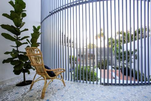 Nhà kết hợp giữa kiến trúc hiện đại với vật liệu truyền thống - Ảnh 4.