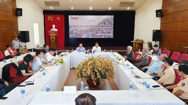 Cấm xe máy trên đường Nguyễn Trãi, Lê Văn Lương mới chỉ là nghiên cứu  - Ảnh 1.
