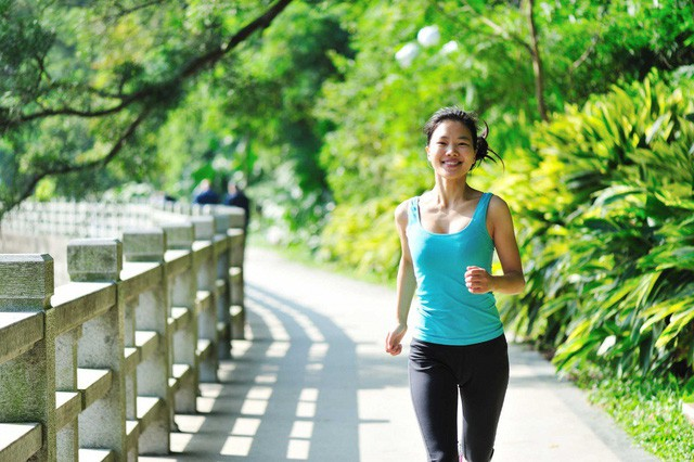 Chuyên gia khẳng định đi bộ là bài tập tốt nhất cho cả sức khỏe và tâm trí: Mỗi bước chân là liều thuốc bổ giúp bạn hạnh phúc hơn, năng động, khỏe mạnh hơn - Ảnh 2.