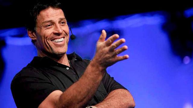Tỷ phú Tony Robbins khẳng định: Chỉ có tiền mà thiếu đi điều quan trọng này thì không đủ để bạn cảm thấy hạnh phúc và giàu có thực sự - Ảnh 1.