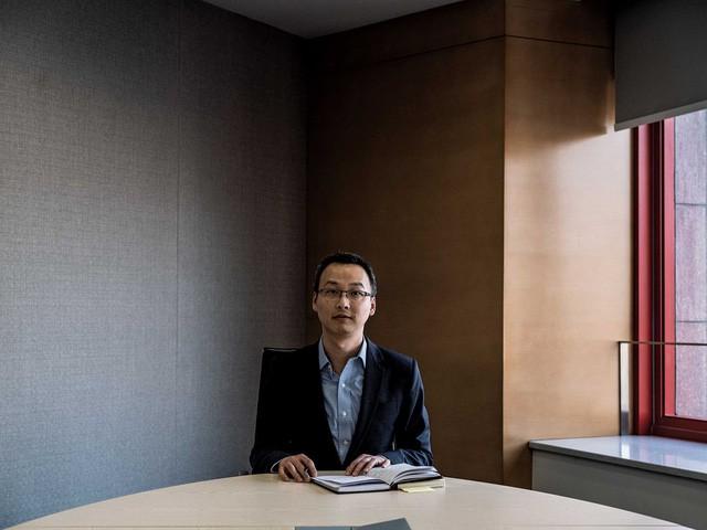 Đầu tư chứng khoán sẽ mang về nhiều tiền hơn, nhưng người đàn ông 37 tuổi này quyết tâm đặt cược với canh bạc thị trường nợ 13 nghìn tỷ USD của Trung Quốc  - Ảnh 2.