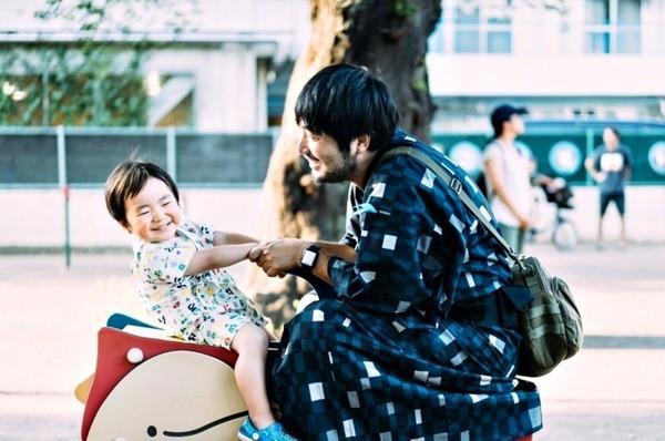 Bộ ảnh em bé Nhật Bản đáng yêu làm tan chảy người xem, thế nhưng lại ẩn chứa câu chuyện cảm động đầy nước mắt đằng sau - Ảnh 1.