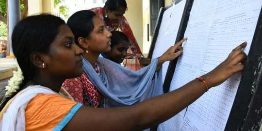 Ấn Độ: 19 học sinh tự tử vì bị chấm điểm sai - Ảnh 1.