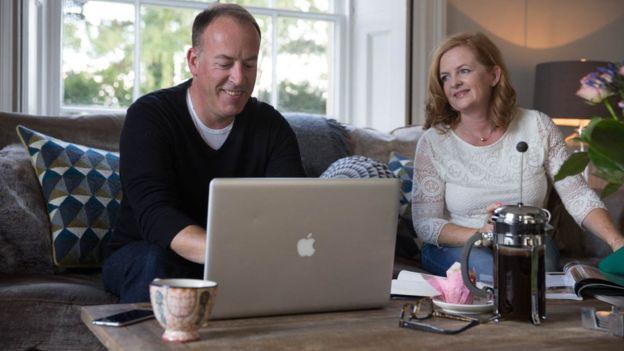Cặp đôi tạo ra công ty bán quà cưới online lớn nhất nước Anh: Startup cùng bạn đời không khó, chỉ cần không nhìn mặt nhau ở công ty và tôn trọng chuyên môn của nhau! - Ảnh 3.