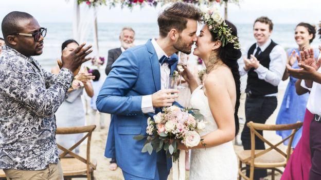 Cặp đôi tạo ra công ty bán quà cưới online lớn nhất nước Anh: Startup cùng bạn đời không khó, chỉ cần không nhìn mặt nhau ở công ty và tôn trọng chuyên môn của nhau! - Ảnh 1.