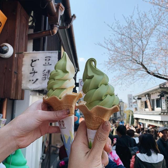 Thành phố của Nhật Bản yêu cầu khách du lịch không được ăn khi đi bộ, nguyên nhân khiến ai cũng bất ngờ - Ảnh 2.