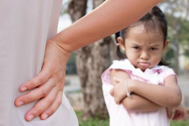 Chuyên gia nhi khoa cảnh báo: Trẻ xuất hiện 4 biểu hiện này chứng tỏ lớn lên EQ thấp, sau 6 tuổi khó sửa đổi - Ảnh 2.