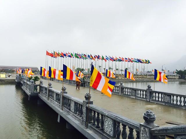 Hàng vạn người dân nườm nượp về Tam Chúc dự Đại lễ Phật đản 2019 - Ảnh 5.