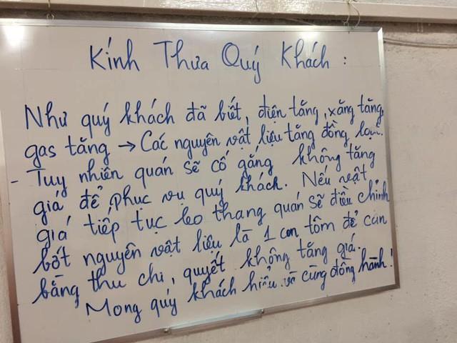 Giữa tình hình giá xăng điện tăng cao, 1 quán bún mắm ở Sài Gòn đăng thông báo xin bớt 1 con tôm trong tô bún để giữ nguyên giá gây xôn xao - Ảnh 1.