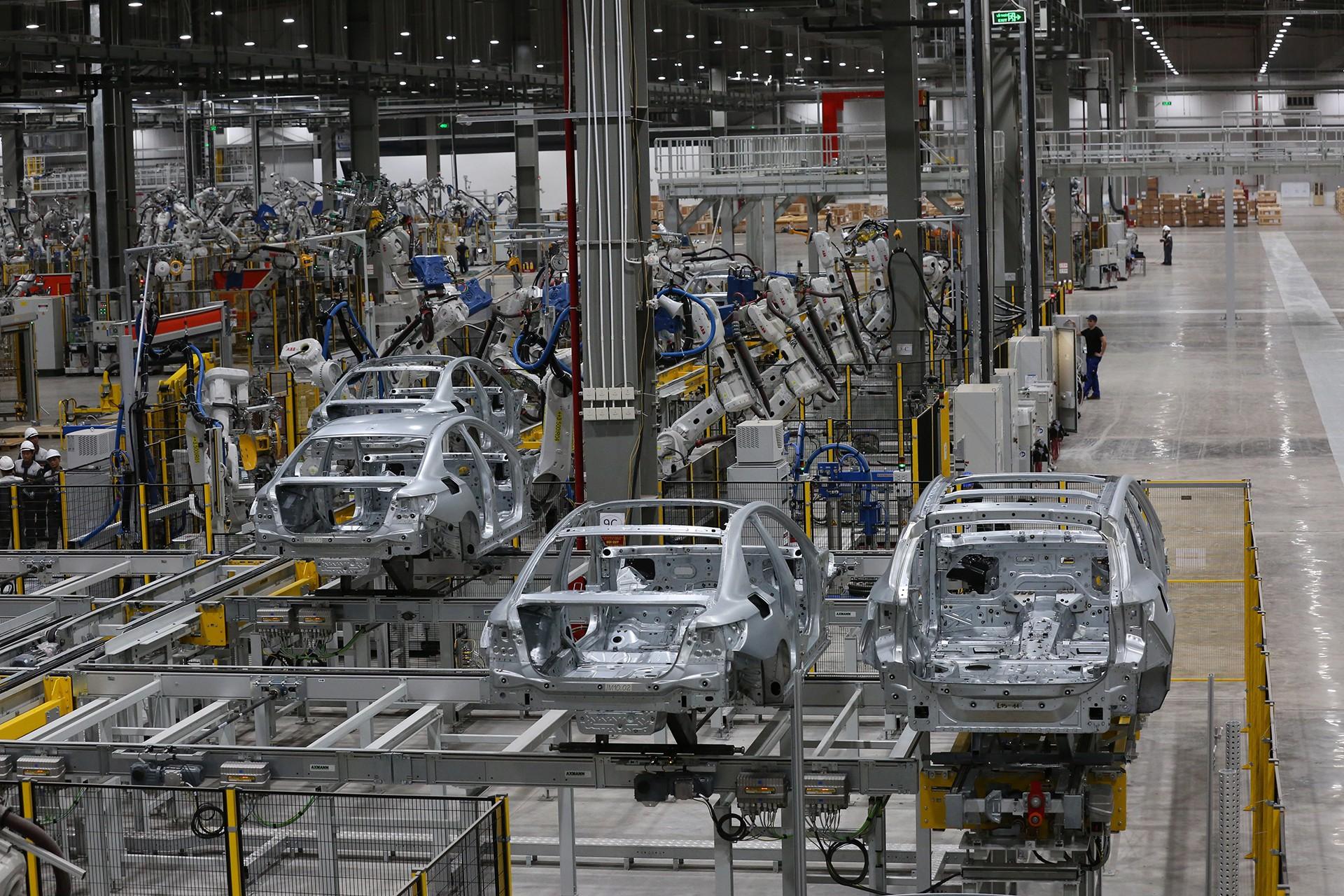 vinfast - 1p0a4394 15579628919001038433672 - Hé lộ hình ảnh bên trong nhà máy sản xuất ô tô sắp khánh thành của VinFast