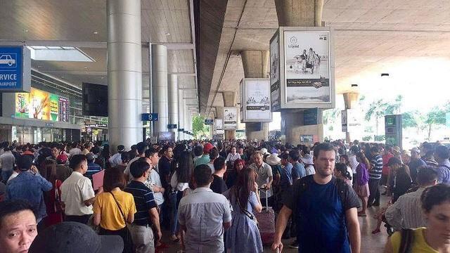Doanh nghiệp hàng không than sân bay Tân Sơn Nhất quá tải  - Ảnh 1.