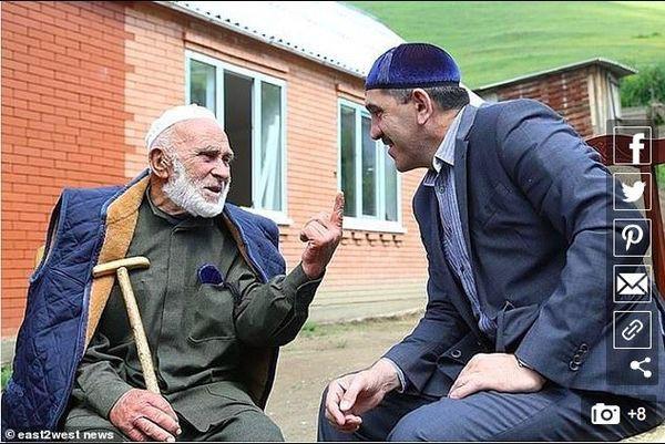 Người già nhất thế giới chia sẻ bí quyết sống lâu - Ảnh 3.