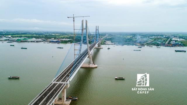 Toàn cảnh cây cầu dây văng dài nhất Vùng Đồng bằng Sông Cửu Long 5.700 tỷ đồng sẽ được thông xe ngày 19/5 - Ảnh 2.