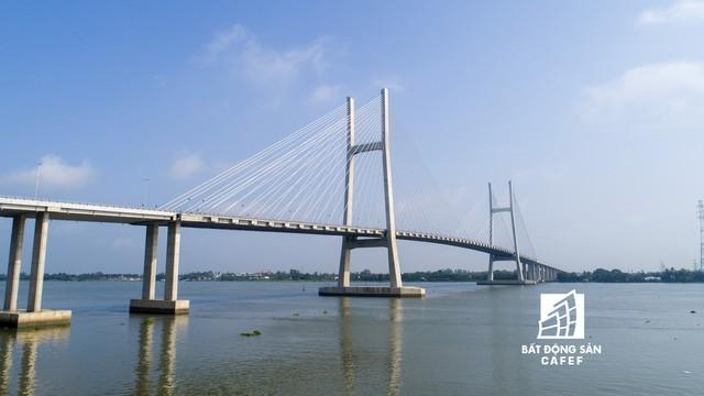 Toàn cảnh cây cầu dây văng dài nhất Vùng Đồng bằng Sông Cửu Long 5.700 tỷ đồng sẽ được thông xe ngày 19/5 - Ảnh 13.