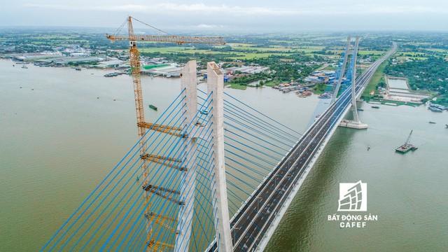 Toàn cảnh cây cầu dây văng dài nhất Vùng Đồng bằng Sông Cửu Long 5.700 tỷ đồng sẽ được thông xe ngày 19/5 - Ảnh 3.